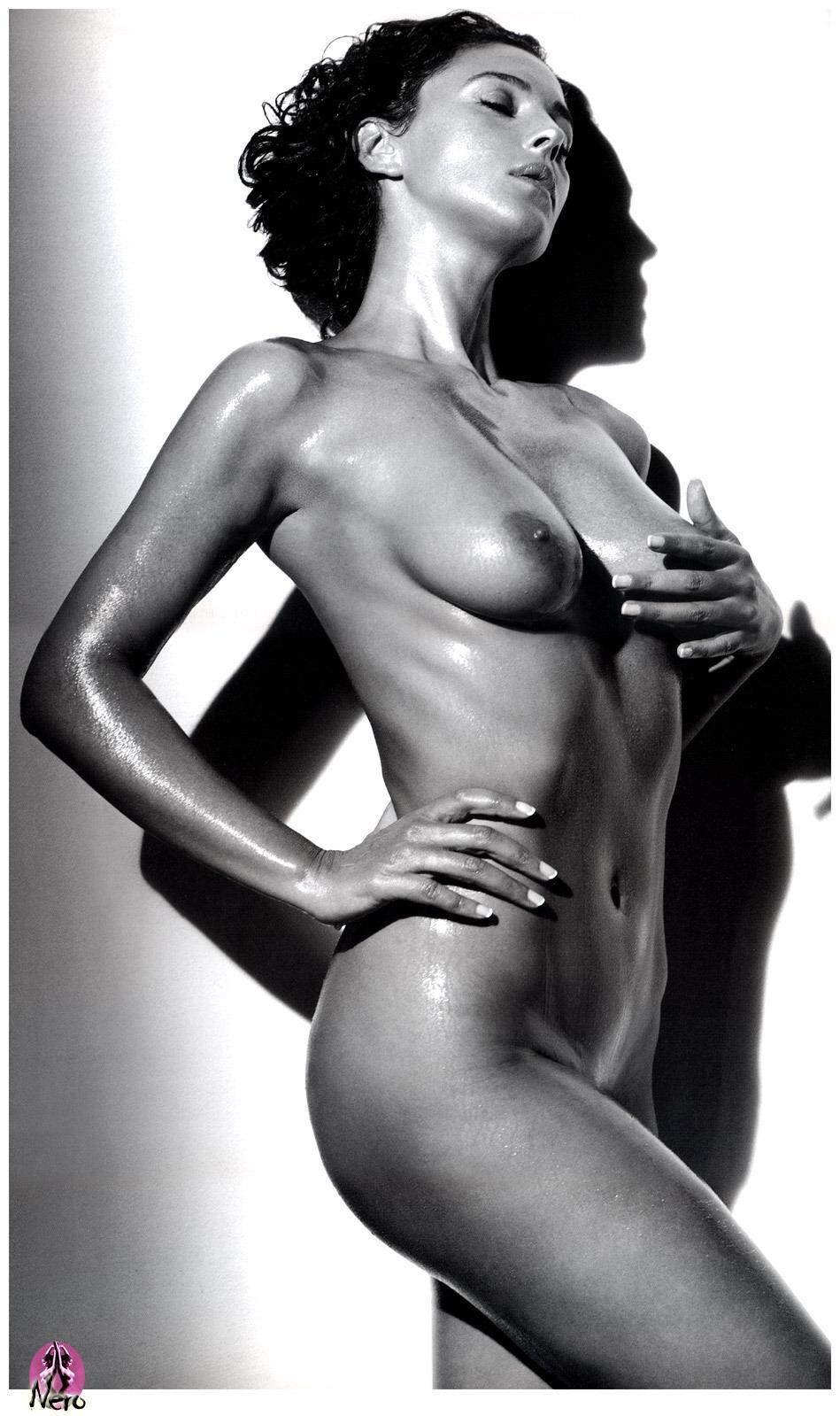 эротические фото голой моники белуччи
